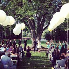 Like the balloon idea, for wedding outdoors  #ceremony #weddingdecor #soho63 www.soho63.com