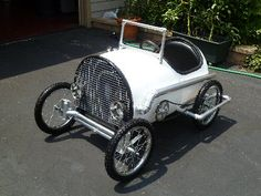 The speeder, a pedal car built from a plastic drum - this is so cute !!!