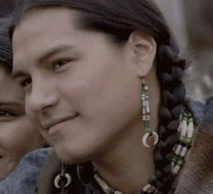 Eddie Spears, Lakota, in Bury my Heart at Wounded Knee. One of the Spears brothers, the other one being Michael. Both very talented! North American Tribes, Native American Actors, Native American Beauty, Native American Photos, Native American History, American Indians, Beautiful Men, Beautiful People, Into The West
