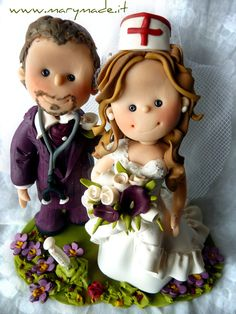 Someone call a #doctor or a #nurse! Oh hang on here they are on their #wedding #cake #topper! www.marymade.it