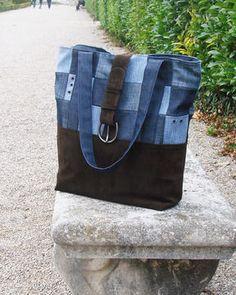 Ce+sac+Glenyss+est+réalisé+à+partir+de+jean's+de+récupération,+la+doublure+est+agrémentée+de+trois+poches,+une+pour+le+téléphone,+une+autre+qui+est+zippée+et+l'autre+à+rabat+boutonné.