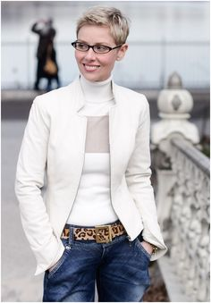 More Pixie Haircuts for Girls with Glasses! Very Short Hair, Short Hair Cuts, Short Styles, Long Hair Styles, Pixie Hairstyles, Pixie Haircuts, Short Pixie, Winter White, Look Fashion