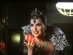 The Evil Queen Is Back! #EvilQueen #MamaRegal #EvilRegals #OUAT S5 Finale Lana Parrilla ❤️