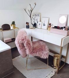 Have a beautiful monday girls with some rose gold interior inspiration Rose Gold Loving to glam to give a damn Curated gorgeous rose gold jewelry watches and styles you wont find anywhere else ! SALE UP TO OFF Rose Gold Interior, Deco Studio, Room Goals, Dream Rooms, Dream Closets, Home Office Decor, Feminine Office Decor, New Room, Interior Inspiration