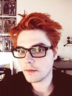 "Gerard Sleigh en Twitter: ""Ok here goes...I think I like B "" ok if you excuse me i'm going to drible!!!!!"