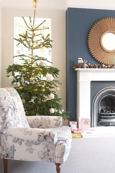 Victorian living room, living room decor и living room. Navy Living Rooms, Blue Living Room Decor, Living Room Paint, New Living Room, Living Room Designs, Small Living, Blue And Copper Living Room, Blue Feature Wall Living Room, Farrow And Ball Living Room