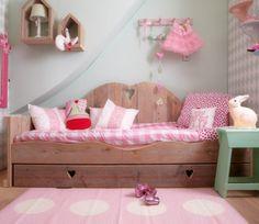 Op zoek naar een Bedbank Lieve? Bij Saartje Prum vind je de leukste 1-persoons kinderbedden voor de kinderkamer.