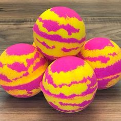 Dive into those pool side vibes with these 'one-in-a-melon' bath bombs! Dropping one of these bath bombs into your bath tub will add a tidal wave of sunset hues into the water. With the organic oils used in this recipe, your skin will be left feeling silk Watermelon And Lemon, Watermelon Lemonade, Water Tub, Best Bath Bombs, Bath Boms, Organic Candles, Bombe Recipe, Finger, Bath Bomb Recipes
