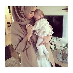 รูปภาพจาก We Heart It #baby #fashion #hijab #islam #outfit #love #relationshipgoals