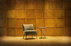 Poltrona Narro e Mesa Lateral Pulim Essa simpática poltrona possui uma inspiração retrô, mas com ares modernos.  A mesa lateral Pulim fala por si, seu design é único