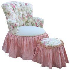 fauteuil et son pouf Shabby Chic - http://ideasforho.me/fauteuil-et-son-pouf-shabby-chic/ -  #home decor #design #home decor ideas #living room #bedroom #kitchen #bathroom #interior ideas