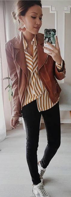 #spring #outfits woman wearing brown blazer and holding smartphone. Pic by @eninad42