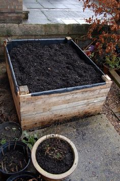 Picture of Build a raised bed out of pallets