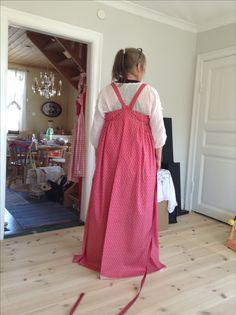 Kansallispuvut traditionell karelsk Feresi/Sarafaani klänning jag syr efter mönster anvisningar.