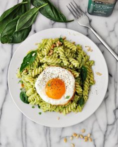 25 Healthy Pasta Recipes for a Quick and Easy Dinner Pasta can be healthy, too. Broccoli Pesto Pasta used broccoli and spinach instead of basil for this version of pesto. Healthy Pasta Recipes, Healthy Pastas, Healthy Snacks, Healthy Eating, Lunch Recipes, Easy Recipes, Pesto Pasta, Broccoli Pesto, Broccoli Recipes