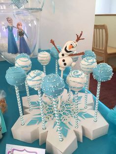 Frozen (Disney) Birthday Party Idea - blue and white cake pops with snowflake holder. Elsa Birthday Party, Frozen Birthday Theme, Frozen Themed Birthday Party, Disney Birthday, Winter Birthday, Birthday Party Decorations, Cake Birthday, Olaf Birthday, Birthday Ideas