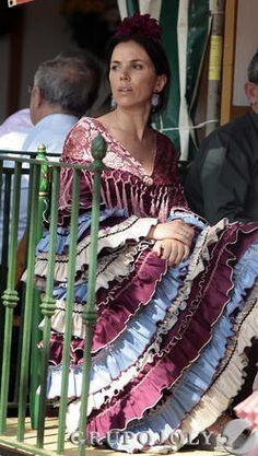 en la caseta Flamenco Costume, Flamenco Dancers, Spanish Dancer, Folk Costume, Spanish Style, Casual Looks, Fashion Art, Ruffles, Sari
