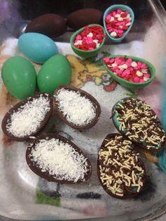 Ovinhos de páscoa coloridos e recheados feitos aqui na #ChocolatesTrufaela.