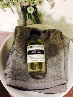Poor and Pretty's Rose and Tea Toner! Check our full review and tips on how to use it! -Live Simply Clean Blog #All #Natural #Skincare #Rose #Tea #Toner