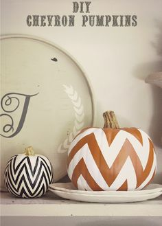 belle maison: DIY Fall Decorating Projects - Chevron Painted Pumpkins this yeat Décoration Table Halloween, Halloween Orange, Fall Halloween, Halloween Crafts, Halloween Decorations, Halloween 2019, Autumn Decorations, Fall Crafts, Holiday Crafts