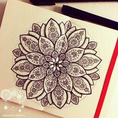 Все :) #молескин #moleskine #мандала #графика #орнамент #узор #graphic #art… Mandala Doodle, Zen Doodle, Mandala Tattoo, Doodle Art Drawing, Mandala Drawing, Art Drawings, Doodle Patterns, Zentangle Patterns, Zentangles
