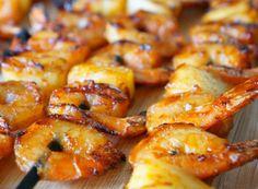 Voici une façon délicieuse et facile de préparer les crevettes sur le barbecue... Le mélange de piquant, sucré et fruits de mer est vraiment intéressant!