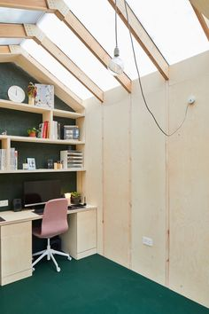 Richard John Andrews builds garden shed as his own architects' studio The Light Shed ist ein Gartenstudio für Richard John Andrews 'Praxis Backyard Office, Backyard Studio, Garden Office, Timber Sliding Doors, Sliding Door Systems, Sofa Bed With Storage, Modular Office, Patio Interior, Shed Roof