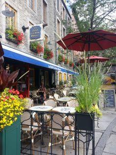 La terrasse de notre pâtisserie sandwicherie Le Petit Cochon Dingue, situé sur le boulevard Champlain, à Québec.