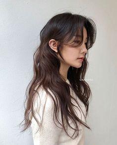 Korean Wavy Hair, Asian Short Hair, Korean Hairstyle Long, Korean Perm, Haircuts Straight Hair, Long Hair Cuts, Permed Hairstyles, Pretty Hairstyles, Corte Y Color