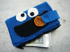 Krümelmonster Handytasche Crochet Gifts, Diy Crochet, Diy Backpack, Kids Playing, Lana, Crochet Projects, Purses And Bags, Diy And Crafts, Crochet Patterns