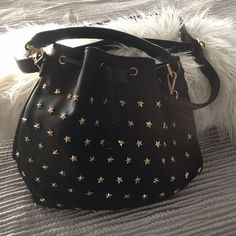 FLASH SALE! NWOT Faux Leather Star Bucket Bag brand new never worn, in perfect condition! this bag was purchased without any tags. it is stunningggggg very well made. perfect everyday bag with a little extra detail. LOVE this piece! detachable shoulder strap //  no trades ‼️ LF Bags Shoulder Bags