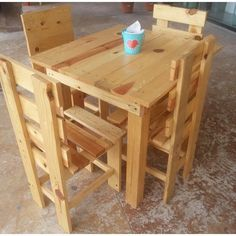 Pallet Furniture Table with Chairs