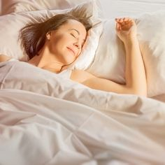 Natural Sleep Remedies Do you suffer from insomnia? Top 10 natural sleep aids don't have to come in pill form. Understanding what causes insomnia is the first step toward a more natural night's rest. What Causes Insomnia, Rem Sleep, Insomnia Remedies, Sleep Remedies, Natural Sleep Aids, Sleep Issues, Night Sweats, Sleep Problems, Healthy Sleep