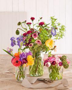 Bienvenido abril: primavera y flores, muchas flores! También en nuestro último número, con los ramos que nos ha hecho @mireiaabras No te los pierdas y llena de flores tu casa. ¡Feliz viernes!  Fotografía: #PerePeris