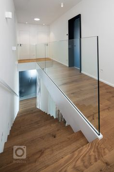 Stairs In Living Room, House Stairs, Home Stairs Design, Railing Design, Bungalow Interiors, Glass Stairs, Modern Stairs, House Entrance, Hallway Decorating