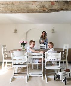 The most precious morning freeze frame: a mom and her boys :  @huntersandheels