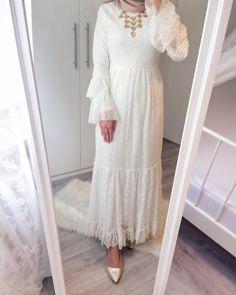 Modern Hijab Fashion, Muslim Women Fashion, Abaya Fashion, Modest Fashion, Dress Brukat, Hijab Style Dress, Hijab Outfit, Simple White Dress, Simple Dresses
