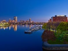 Royal Sonesta Boston (Cambridge (Massachusetts)) - Overlooking the Charles River and offering stunning views of the Boston skyline, this Cambridge hotel offers luxurious accommodations, first-class amenities and is minutes from Boston's main attractions. Rio, Sutra, Boston Usa, Downtown Boston, Boston Skyline, Main Attraction, Great Hotel, Cheap Hotels, Hotel Offers