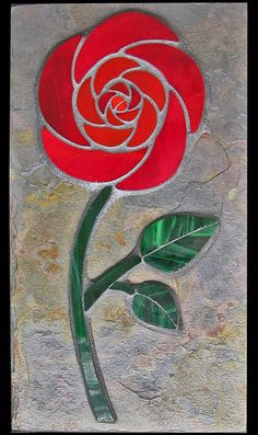 stained glass Rose on slate Stained Glass Flowers, Stained Glass Designs, Stained Glass Projects, Mosaic Designs, Stained Glass Patterns, Mosaic Patterns, Stained Glass Art, Mosaic Flower Pots, Mosaic Pots