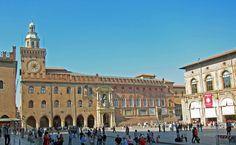Piazza Grande Bologna, San Francisco Ferry, Louvre, Italy, Building, Travel, Italia, Viajes, Buildings