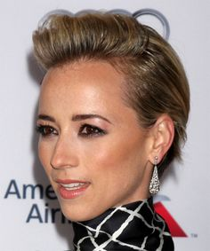 View yourself with this Karine Vanasse Short Straight Dark Blonde Hairstyle Casual Hairstyles, Cool Hairstyles, Straight Hairstyles, Growing Out Short Hair Styles, Pixie, Filling In Eyebrows, How To Grow Eyebrows, Natural Eyebrows, Short Straight Hair