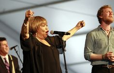 Mavis Staples and Glen Hansard singing The Weight at JazzFest 2012.
