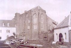 Mariënburgkapel met links de zijvleugel van het Arsenaal. Met uitzondering van de kapel werden alle hier zichtbare bouwwerken in 1910 afgebroken. De foto komt uit omstreeks 1900.