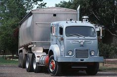 White trucks (AMERICA) cabover models.