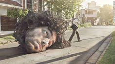 """El argentino de las imágenes imposibles con Photoshop... La próxima cabeza que """"rodará"""" por Caracas será la de """"maBurro"""" http://1502983.talkfusion.com/en/"""