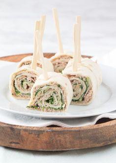 No bake aardbeien-citroen mini cheesecakes - Laura's Bakery Falafel Wrap, Tortilla Wraps, Healthy Appetizers, Appetizer Recipes, Tea Recipes, Cooking Recipes, High Tea Food, Lunch Buffet, Food Porn