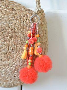 Diy Keychain, Tassel Keychain, Keychains, Crochet Bracelet, Crochet Earrings, Bijou Charms, Woolen Craft, Macrame Wall Hanging Diy, Pom Pom Crafts