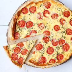 quiche-met-tomaat-en-geitenkaas-3 Savoury Baking, English Food, I Love Food, Vegetable Pizza, Vegetarian Recipes, Veggies, Tasty, Dinner, Quiches