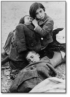 Tres hermanos republicanos refugiados.