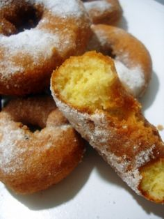 Donut Recipes, Cake Recipes, Beignets, Kitchen Recipes, Cooking Recipes, Salvador Food, Jamun Recipe, Biscuits, Homemade Donuts
